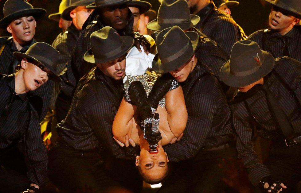 Jennifer López presenta su nuevo hit 'Dinero' en los Billboard. rn