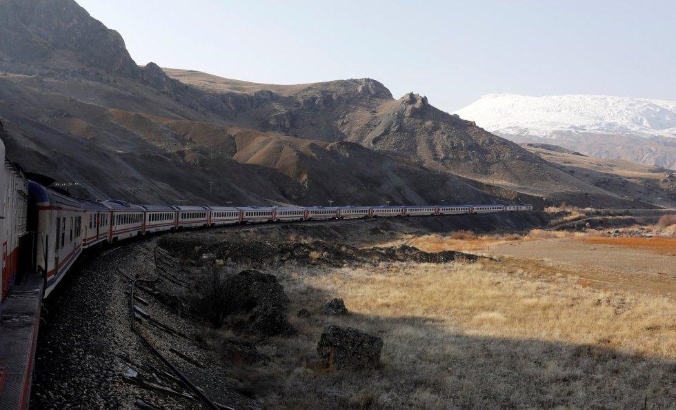 O Expresso do Leste atravessa a província de Erzincan (Turquia).