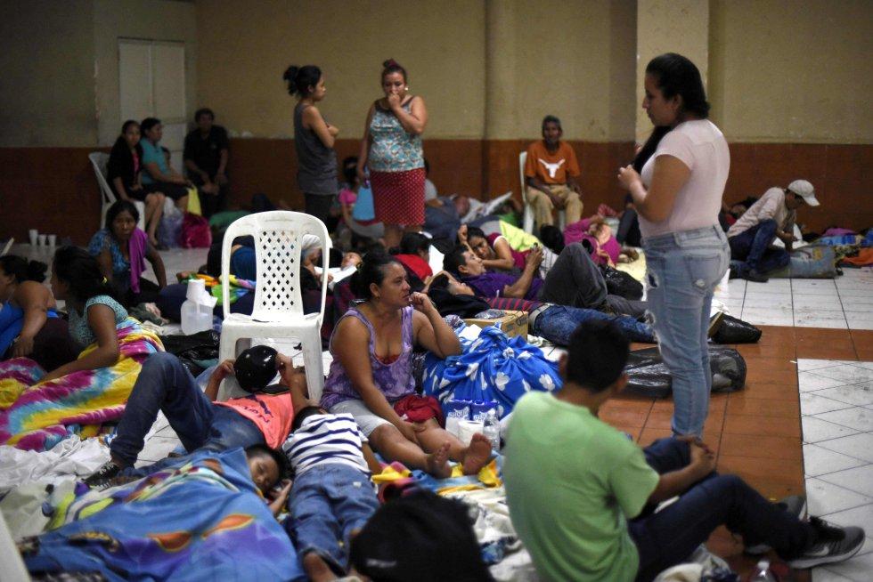 Residentes de varias comunidades se resguardan en un refugio temporal en el departamento de Escuintla, a 35 km al sur de la ciudad de Guatemala, el 3 de junio.