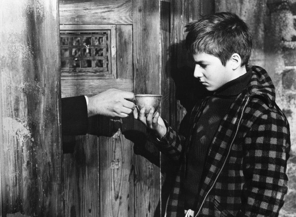 """Lo que dice la crítica: """"La oda de Truffaut a su infancia es un visionado absorbente que atrae por su simplicidad y brilla por su dirección"""" (Matthew Pejkovic,'Matt's Movie Reviews'). Lo que dice Talía666, usuaria de Filmaffinity de Córdoba (España): """"El niño de la película es un imbécil de tomo y lomo. Truffaut intenta demonizar a los padres para salvar de la quema al nene, pero a mí los progenitores lo que me dan es una pena que te mueres. Pobre mujer, pobre hombre, ¡qué vida más perra con ese regalito de hijo!""""."""