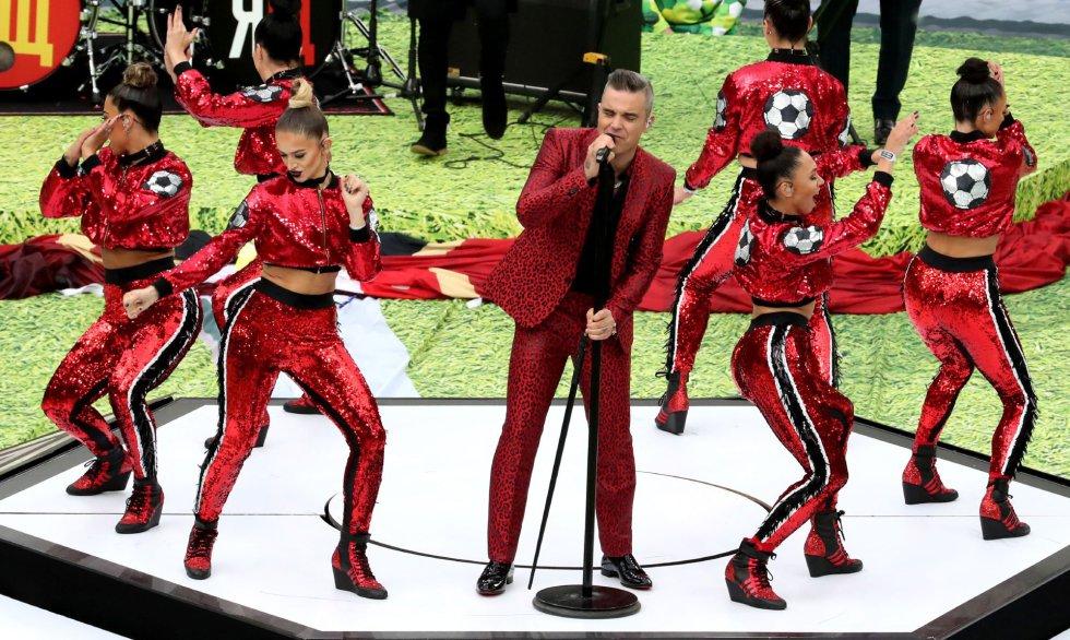 El cantante británico Robbie Williams durante su actuación en la celeremonia inaugural.rn