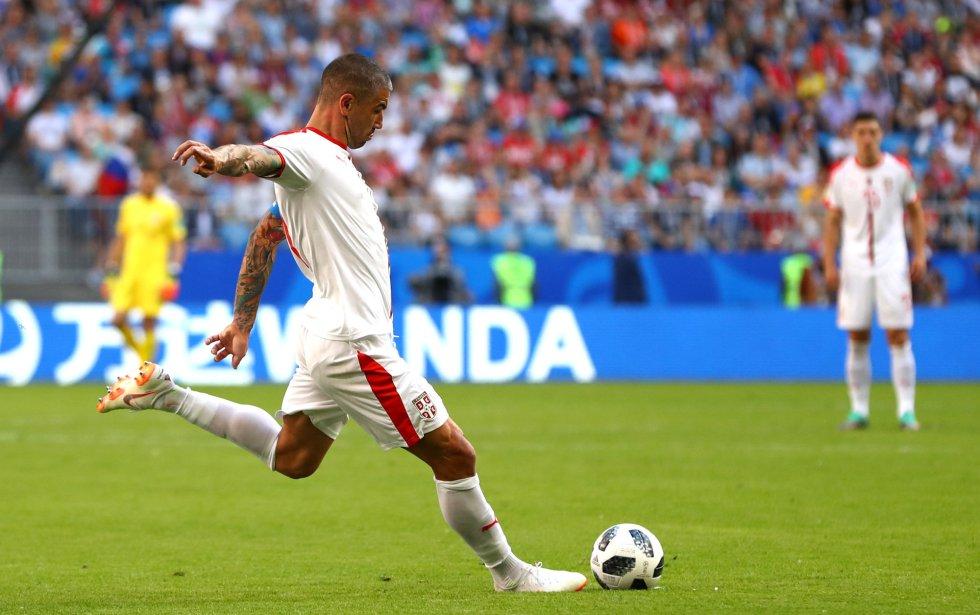 Lanzamiento de falta que ejecuta el serbio Aleksandar Kolarov abre el marcador ante Costa Rica.