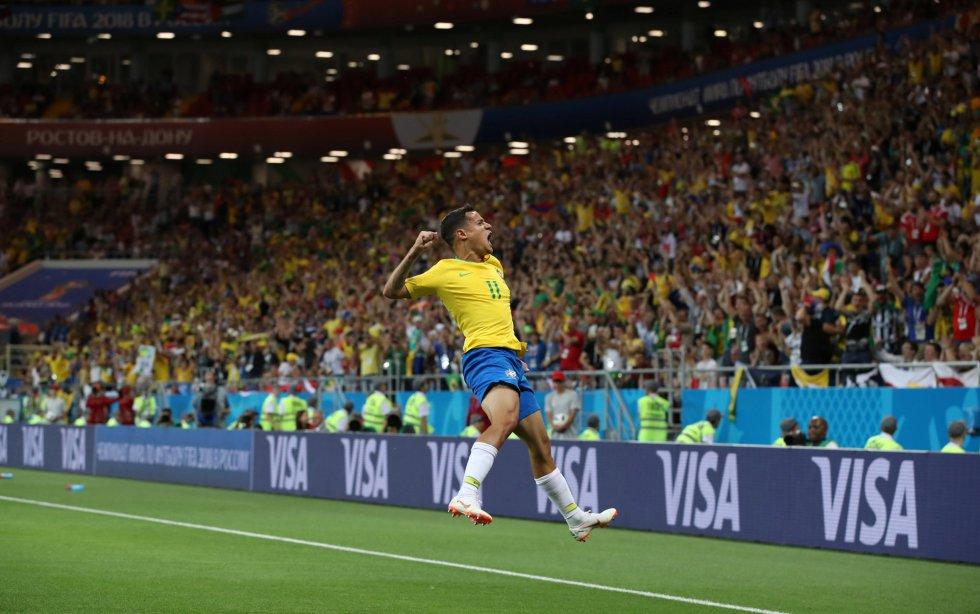 Philippe Coutinho celebra el primer gol de Brasil en el Mundial de Rusia.