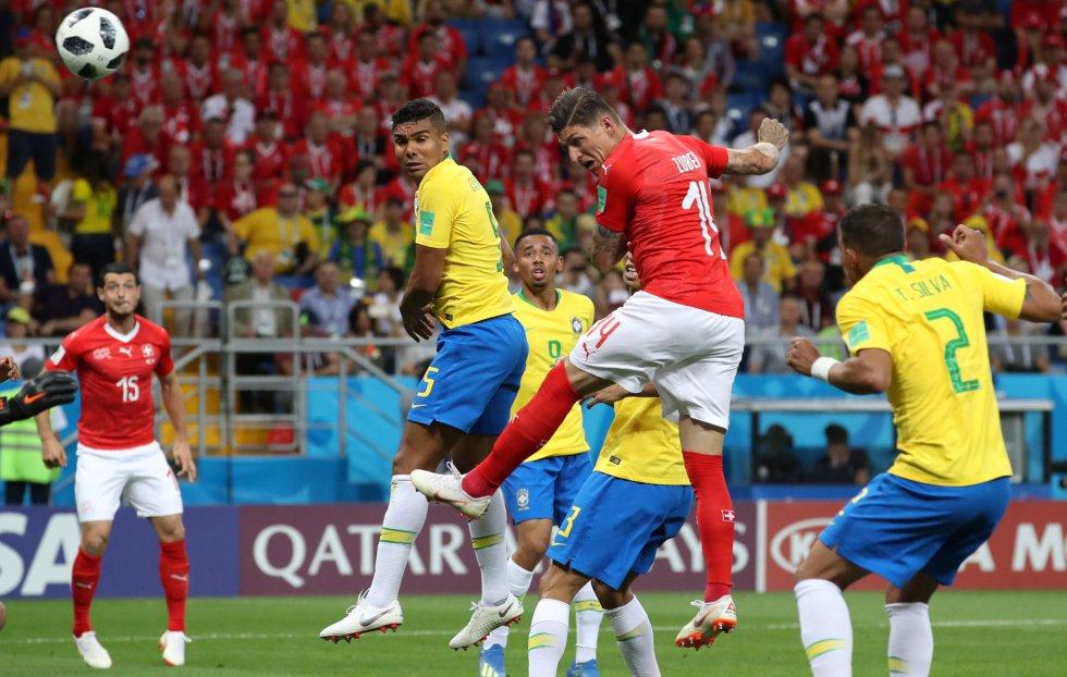Steven Zuber anota su primer gol en el Mundial de Rusia.