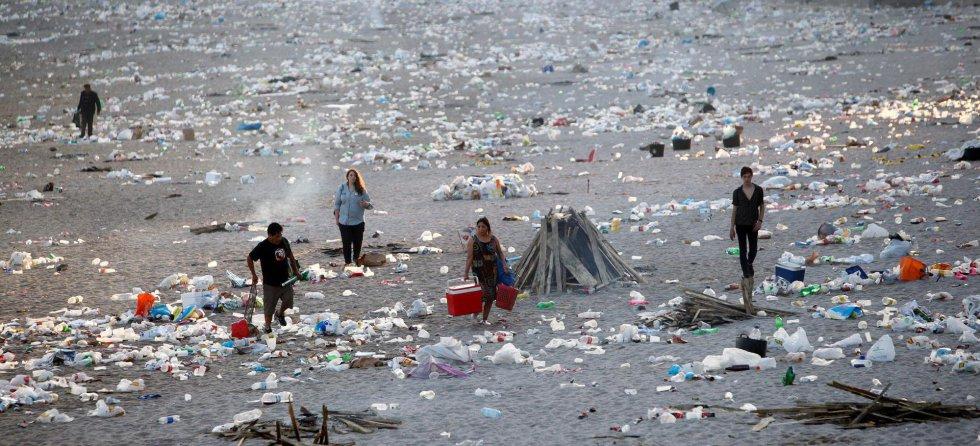 Playas sucias después de la noche de San Juan