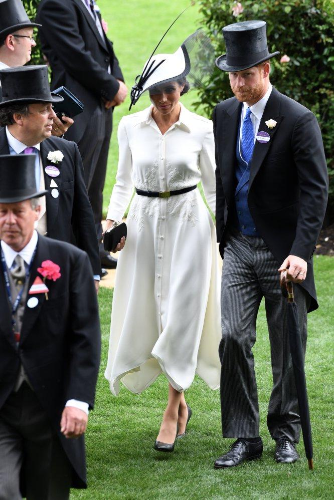 Su estreno en Ascot era una de las citas más esperadas. Para las carreras optó por un diseño en blanco de Givenchy.