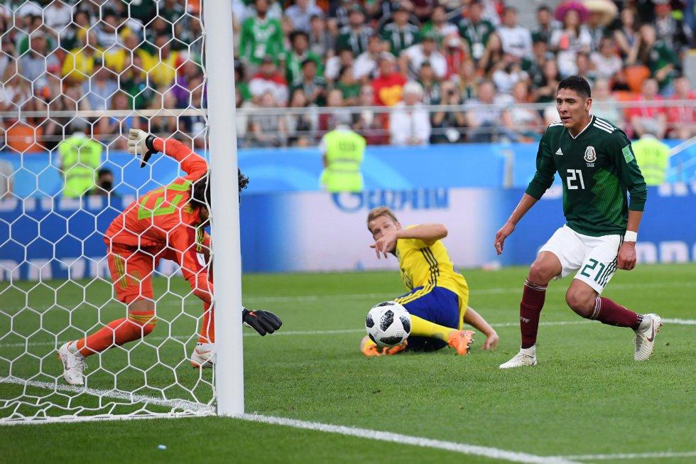 El gol en propia del mexicano Edson Álvarez.