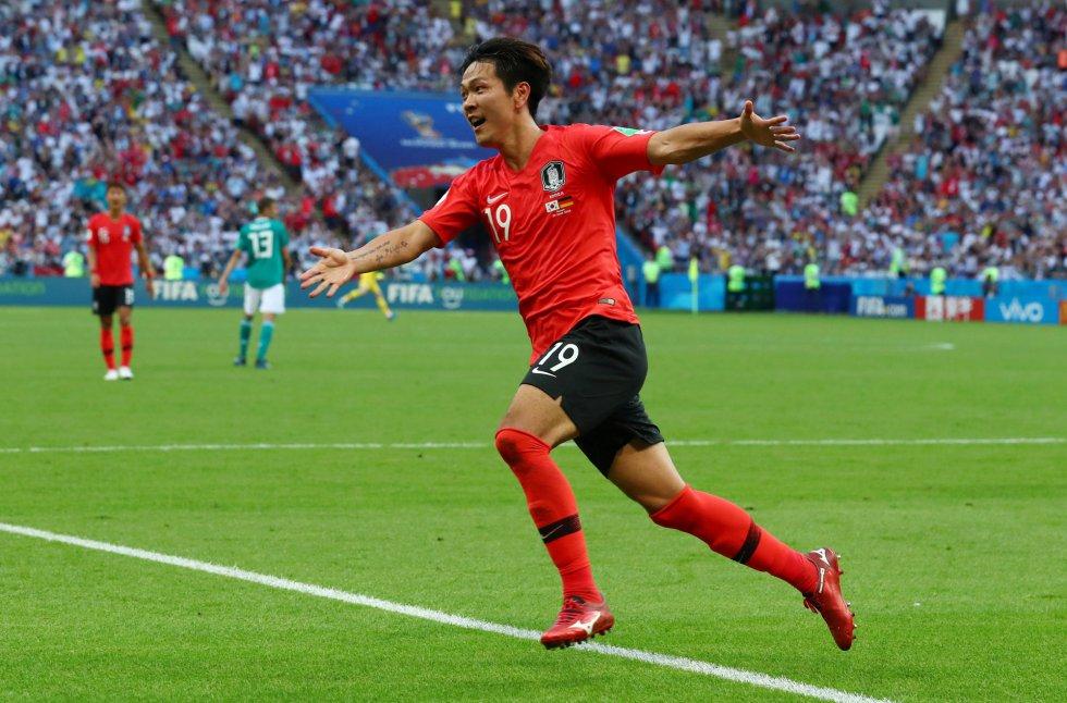 Kim Young-gwon celebra el primer gol de su equipo.