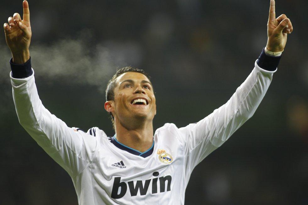 Cristiano Ronaldo celebra su segundo gol frente al Celta de Vigo en un encuentro de Copa del Rey, el 9 de enero de 2013.