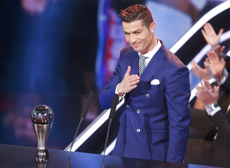Cristiano Ronaldo agradece el premio a Mejor Jugador del Año en la gala celebrada en Zurich (Suiza), el 9 de enero de 2017.