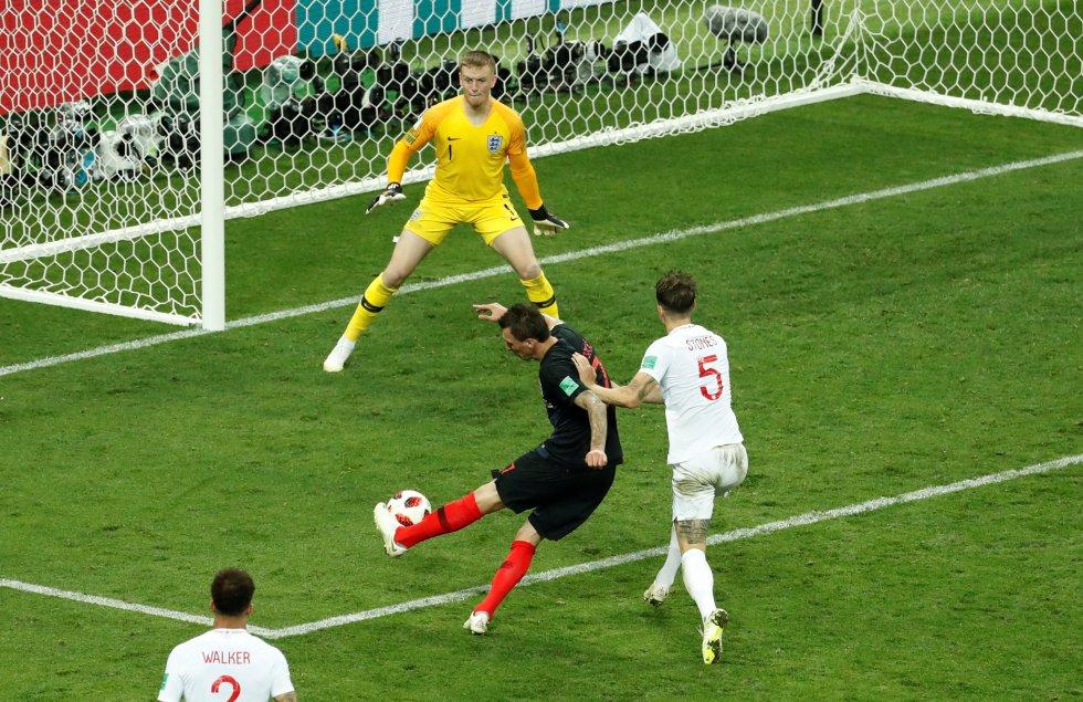 Mandzukic adelanta a Croacia en el marcador.