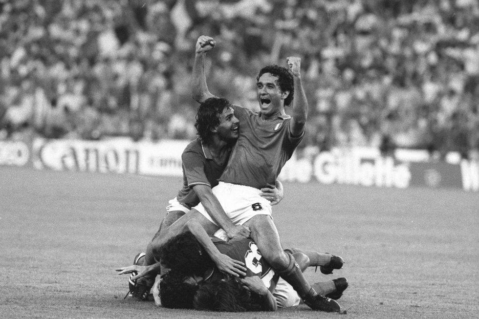 11 de julio de 1982. Claudio Gentile celebra un gol italiano en la final entre Alemania Federal e Italia en el estadio Santiago Bernabeu de Madrid. Italia ganó a Alemania por 3-1. Italia empataba a tres con Brasil los títulos de campeón del mundo.
