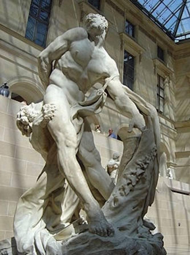 """¿Pero qué hace este hombre desnudo? Milón de Crotona era un mítico atleta del siglo VI a.C., originario de Magna Grecia (el actual sur de Italia). Mucho después, en el Barroco francés, el artista Pierre Puget (Francia, 1620-1694) lo tomó como tema de una de sus esculturas en mármol, aportando a su figura un elemento conceptual muy de la época: el paso del tiempo y lo efímero de las glorias terrenales. ¿Por qué es tan bueno? """"El cuerpo hercúleo de Milón de Crotona contiene una carga poderosísima de erotismo"""", indica la artista Carmen González Castro. Y añade: """"Su brazo se ha quedado atrapado en el tronco de un árbol y eso lo mantiene indefenso ante el ataque del león. Como Prometeo, o un Ecce Homo atado a la columna, experimenta el dolor. Y en ese llegar al extremo del sufrimiento físico hay algo que remite primitivamente al placer, cerrando el clásico binomio dolor-placer como formas indistinguibles""""."""