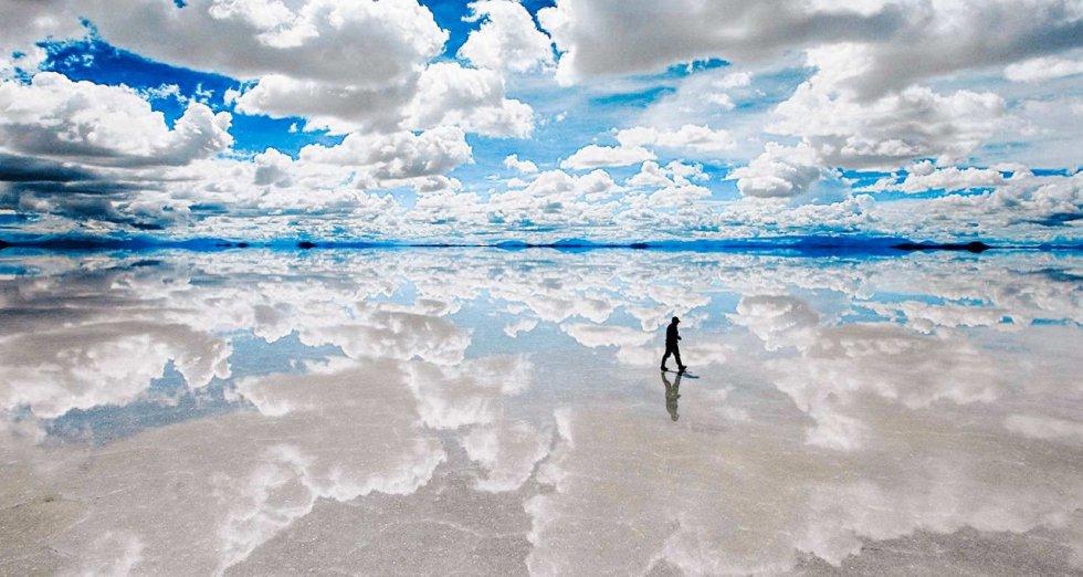 El Salar de Uyuni es una de las mayores reservas de litio en el mundo, según el Gobierno boliviano. Tiene una extensión de 10.582 kilómetros cuadrados y está situado a 3.650 metros de altitud en el departamento andino de Potosí. La temperatura en el lugar suele fluctuar entre los -3 y los 20 grados Celsius.