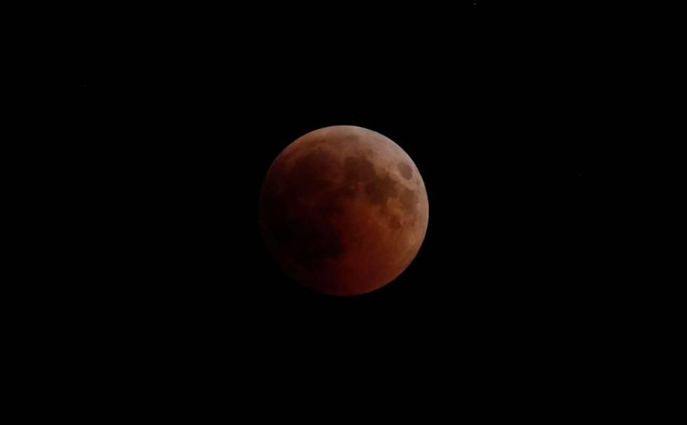 Eclipse solar visto desde Nicosia, capital de Chipre.