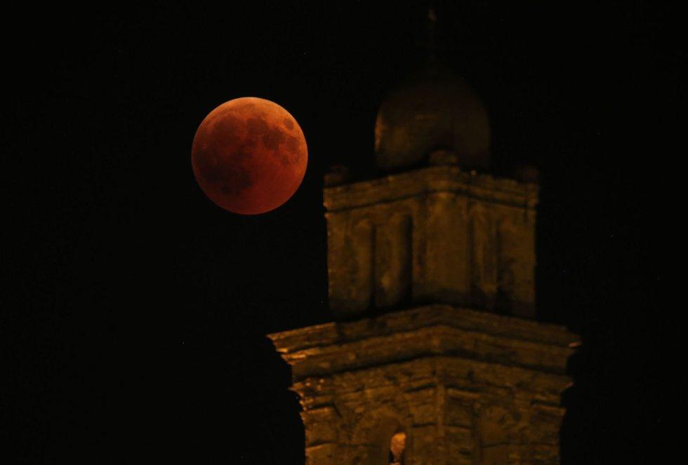 Imagen del eclipse en Córcega.
