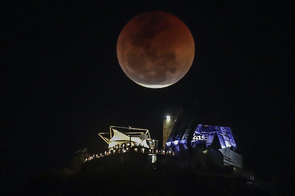 El eclipse lunar desde Río de Janeiro, Brasil.