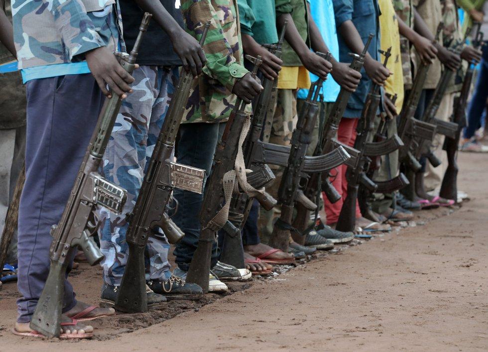 Cerimônia de desmobilização de crianças soldados em Yambio, Sudão do Sul.