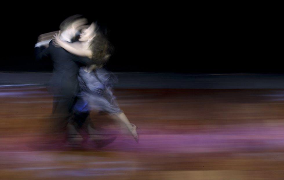 Aunque es un estilo de baile en el que suelen dominar los argentinos, este año solo lograron el tercer premio, los subcampeones fueron una pareja colombiana, y el cuarto y quinto puesto fueron para parejas de nacionalidad italiana y rusa. En la imagen, los argentinos Maksim Gerasimov y Agustina Piaggio.