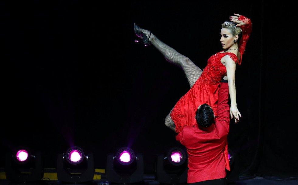 El barrio de La Boca, uno de los lugares tradicionalmente más vinculados a esta disciplina, ha sido uno de los más transitados por los amantes de este baile clásico. Juan Francisco Segui y Maira Daiana Sánchez, representaron a la ciudad argentina de Avellaneda.