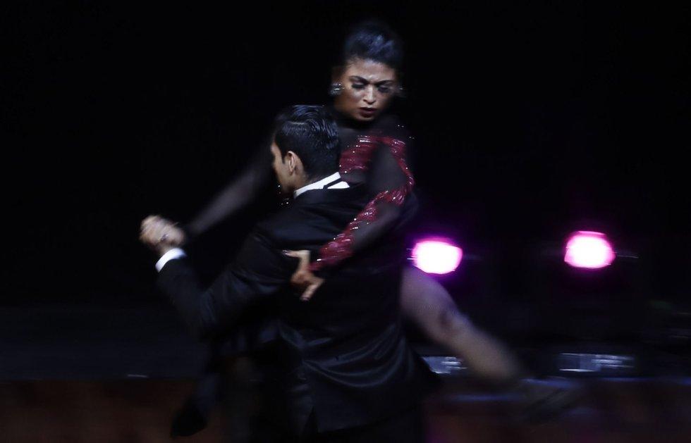La bailarina colombiana Diana Franco (en la imagen) comenzó a bailar tango a los 7 años. Su pareja, Valentín Arias, heredó la pasión por el tango de su madre.
