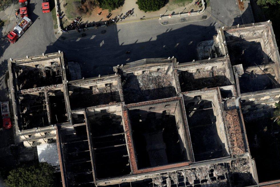 Vista aérea del edificio calcinado.