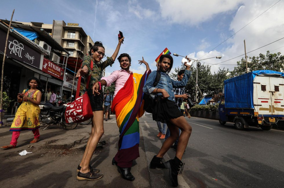 Members of the Indian LGTB community celebrate the ruling of the Supreme Court of India on homosexual relations in Mumbai (India).