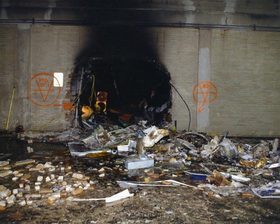 Immagine del danno a un muro interno dopo che il volo 77 della American Airlines ha colpito le strutture del Pentagono.