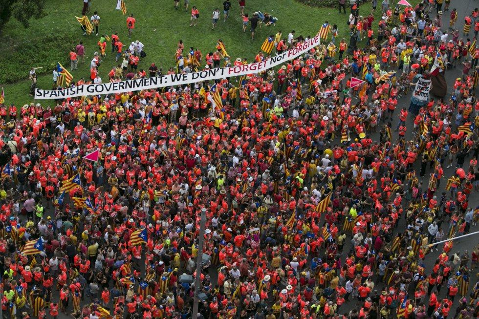 Centenares de personas en el tramo de la diagonal Francesc Macià.