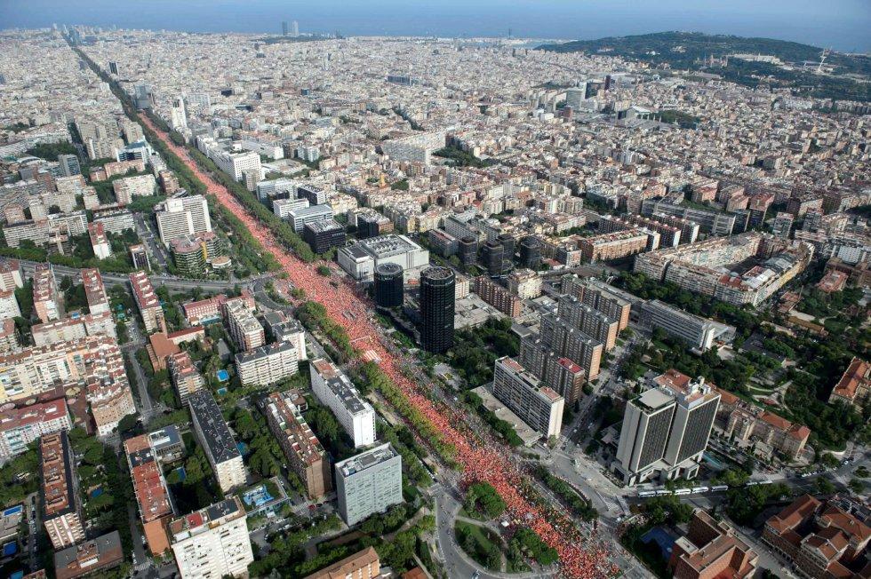 Vista aérea de la manifestación independentista convocada esta tarde por la organización social soberanista con motivo de la Diada.