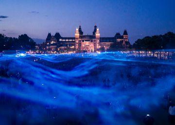 El artista que 'inunda' las ciudades para hablarte del cambio climático