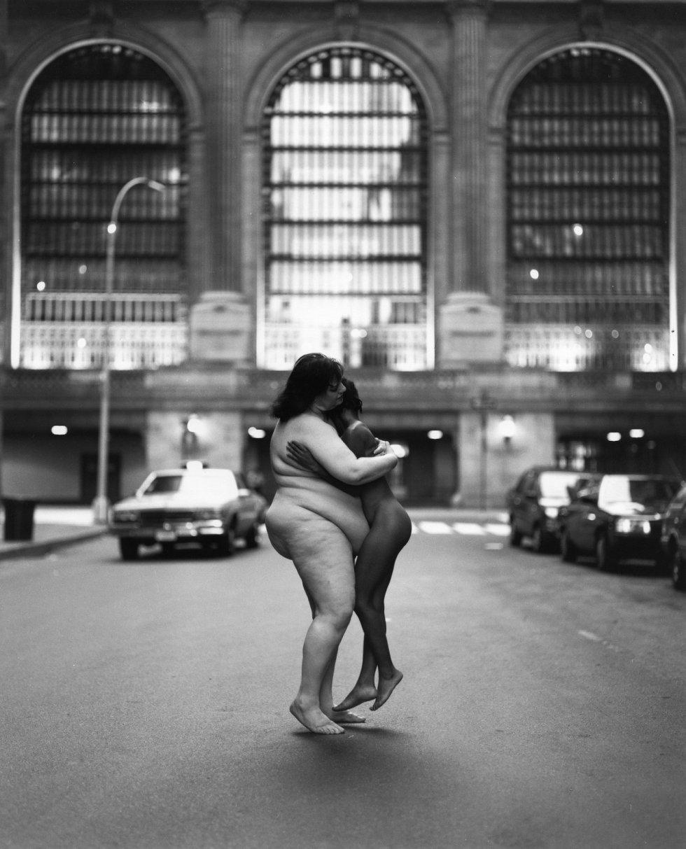 Tunick ha recibido encargos de distintos centros para organizar sus instalaciones con cuerpos desnudos, como la Bienal de São Paulo, en 2002; el Institut de Cultura barcelonés (2003) o el Museo de Arte Moderno de Bogotá. En la imagen, 'America Zone 10'.