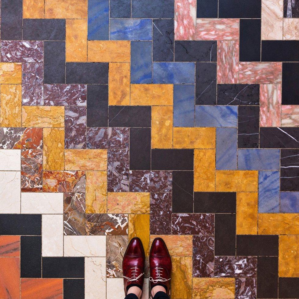 """Londres tampoco se resistió a la cámara del alemán, desde el mosaico moderno de Fulham road a los de la catedral de Westminster, pasando por un clásico imperdible de la capital británica: """"Este es uno de los mosaicos más divertidos que he fotografiado en mi vida. Lo encontré en la Michelin House (Bibendum Restaurant) donde habían construido la frase en latín 'nuns est bibendum' (es hora de beber)""""."""