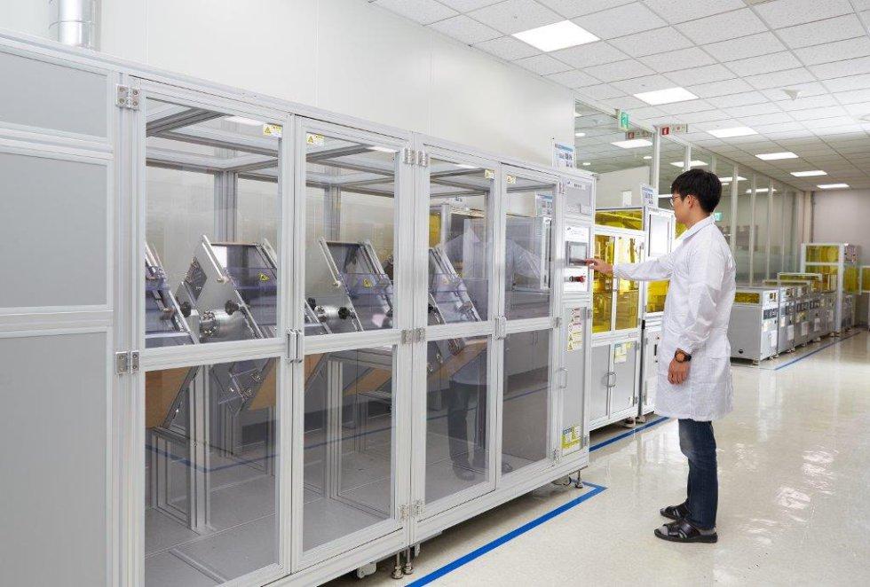 En Suwon se encuentra uno de los principales laboratorios de pruebas, una de las piezas claves de Samsung tras la crisis generada por las baterías del Galaxy Note 7, que obligó a devolver casi tres millones de unidades. Desde entonces, los centros de control de calidad de este complejo han redoblado los esfuerzos.