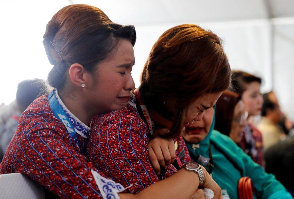 Homenaje a las víctimas del avión JT610, en imágenes 1541495132_480522_1541495362_album_normal