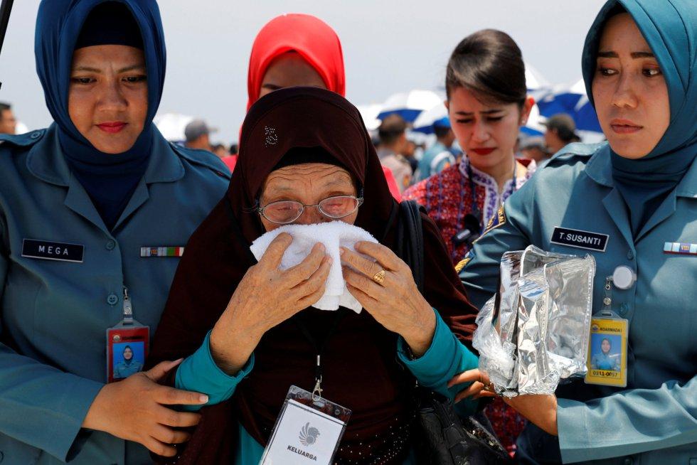 Homenaje a las víctimas del avión JT610, en imágenes 1541495132_480522_1541495365_album_normal