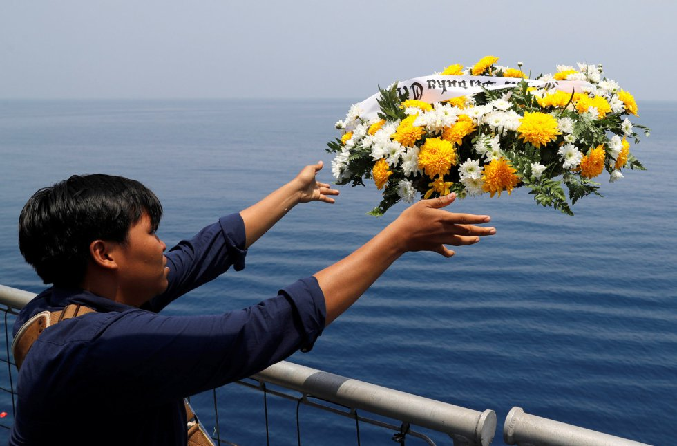 Homenaje a las víctimas del avión JT610, en imágenes 1541495132_480522_1541495375_album_normal