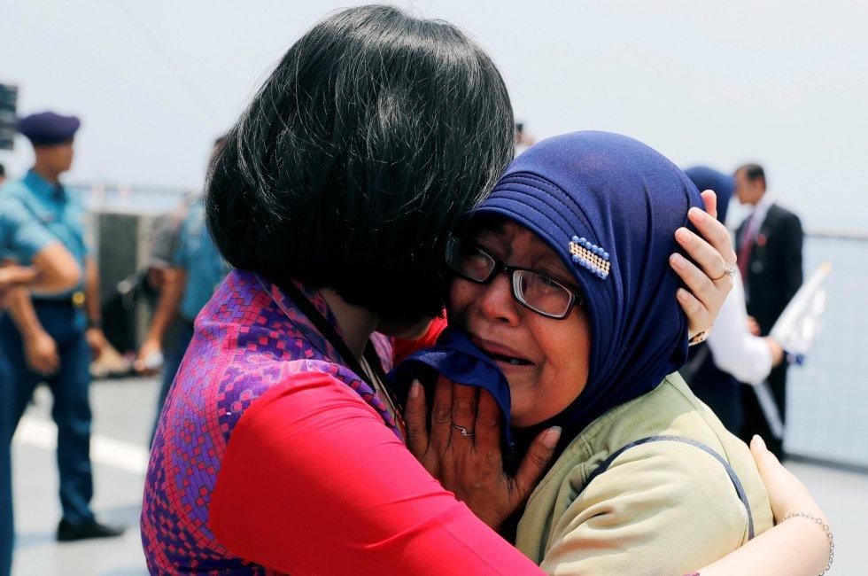 Homenaje a las víctimas del avión JT610, en imágenes 1541495132_480522_1541495376_album_normal