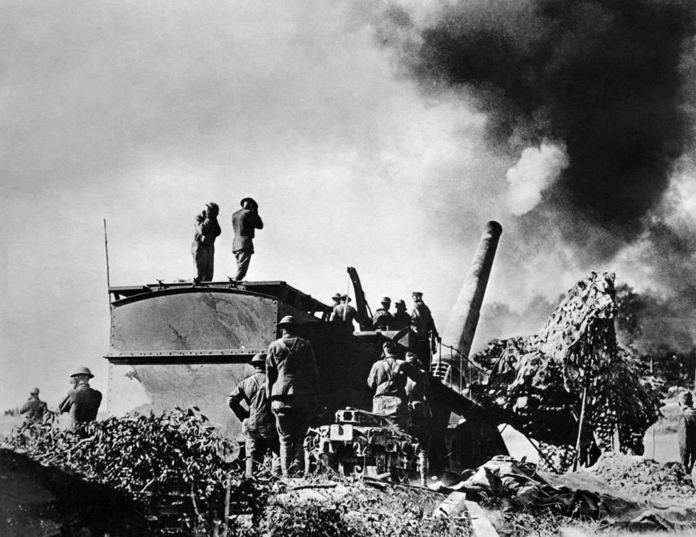 Artilleros estadounidenses atacan las posiciones alemanas cerca de Verdún, en una imagen tomada en septiembre de 1918.