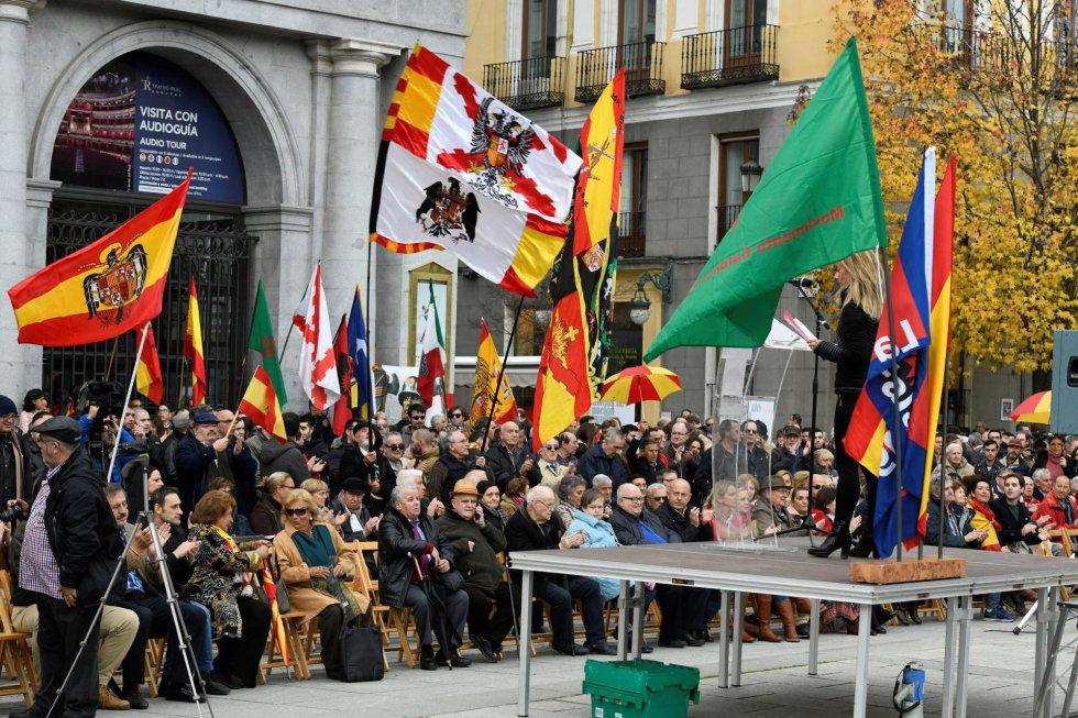 Acto convocado en la plaza de Oriente de Madrid por la Asociación por la Derogación de la Memoria Histórica con motivo del 20N, aniversario de la muerte de Franco.