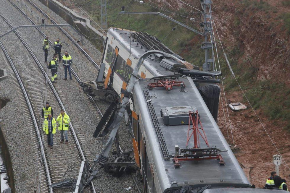 Protección Civil informa que viajaban en el tren un total de 133 personas, 83 de las cuales han resultado ilesas. Uno de los heridos es el conductor del tren y no quedó ningún pasajero atrapado en los vagones.