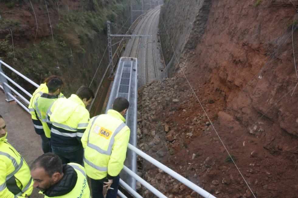 El grupo de Seguridad en el Transporte de los Mossos investiga las causas del descarrilamiento junto con la Comisión de Investigación de Accidentes Ferroviarios del Ministerio de Fomento.