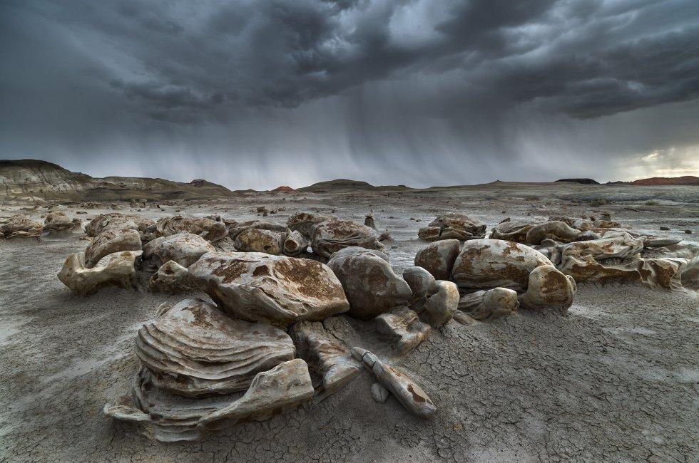 Época de chuvas em uma escondida zona de Novo México, onde se adivinham as poderosas forças que esculpiram as rochas.