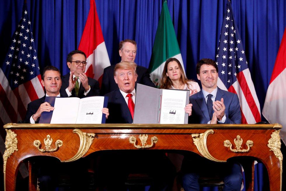 Los presidentses de México (Enrique Peña Nieto) y Estados Unidos (Donald Trump) y el primer ministro de Canadá, Justin Trudeau, firman el nuevo acuerdo de libre comercio entre los tres países durante la cumbre del G20 en Buenos Aires.