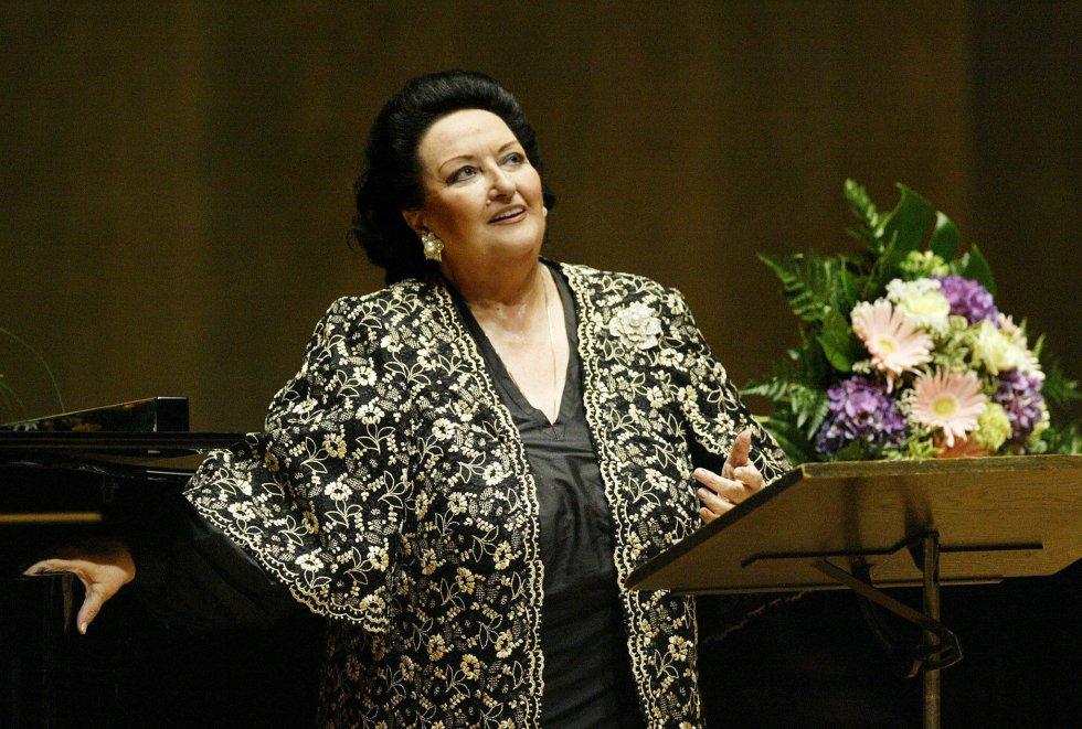 6 de octubre. Fue, sin duda, una de las cantantes a la altura de mitos como Maria Callas, Joan Sutherland o Renata Tebaldi. Era, además, una soprano con una tremenda humanidad, con sentimientos a flor de piel. Para la historia han quedado imágenes como las lágrimas de la artistamujerbarcelonesa ante el teatro del Liceo, la que fue su segunda casa, convertido en cenizas en 1994, y en cuya reconstrucción se implicó de forma personal. A lo largo de su carrera, Caballé compartió escenario con todos los grandes artistas, aunque reconocía que tuvo una química especial con tres de ellos: Pavarotti, Plácido Domingo y Carreras. De su voz se ha destacado que era plena, potente y bella, que estaba dotada de tersura, nitidez, pureza o suavidad, y que su timbre era iridiscente y tornasolado. Por Blanca Cia