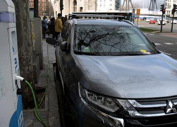 El Ayuntamiento desplegará 20 puntos de recarga rápida para coches eléctricos en 2019