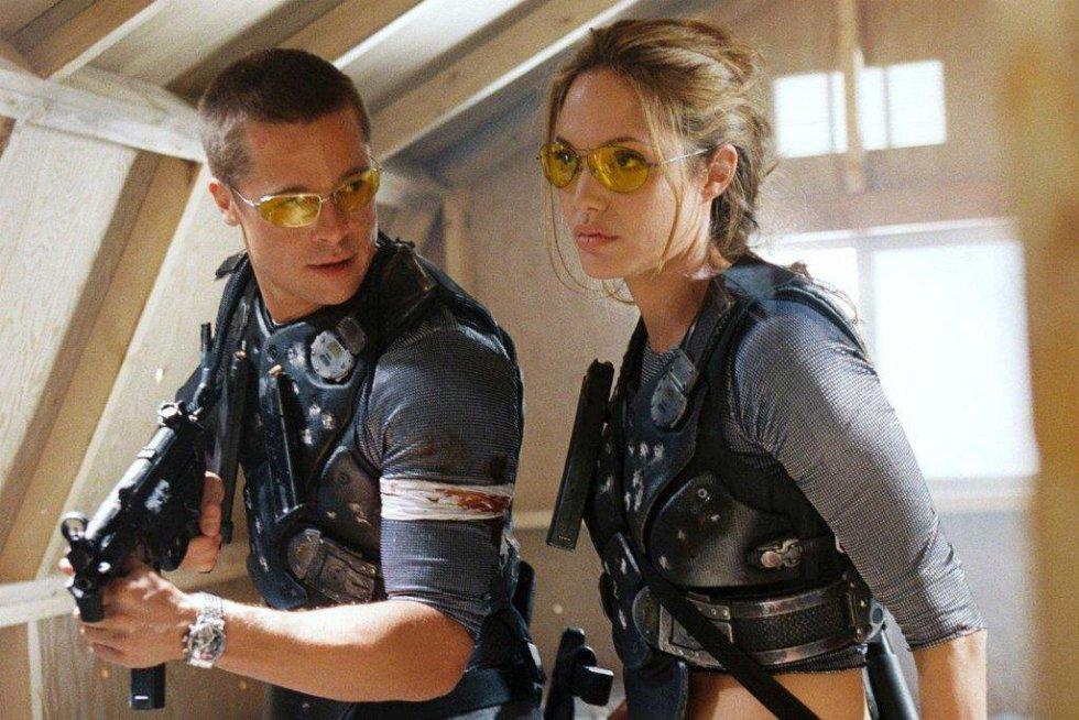 """Brad Pitt y Angelina Jolie, en una escena de la película 'Sr. y Sra. Smith"""", en 2005. Esta sería la cinta que despertaría los rumores sobre una posible relación entre ambos."""