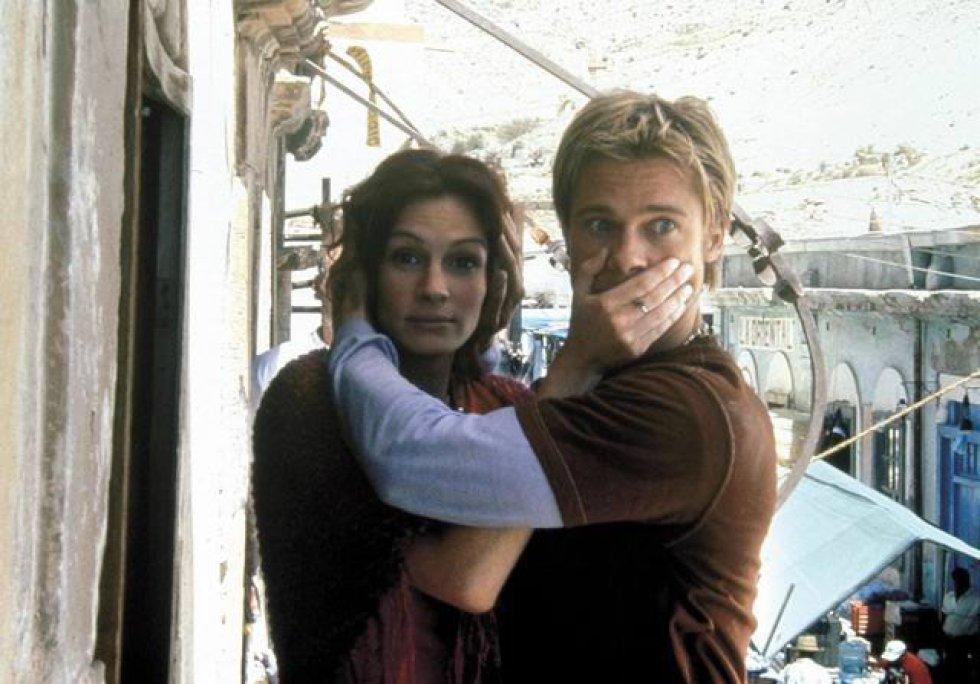 Los actores Brad Pitt y Julia Roberts, en un fotograma de la película 'The Mexican', en 2003.
