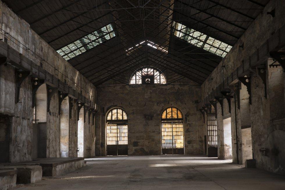 Nave que servía como taller de Montaje en la fábrica, que funcionó hasta 1991.