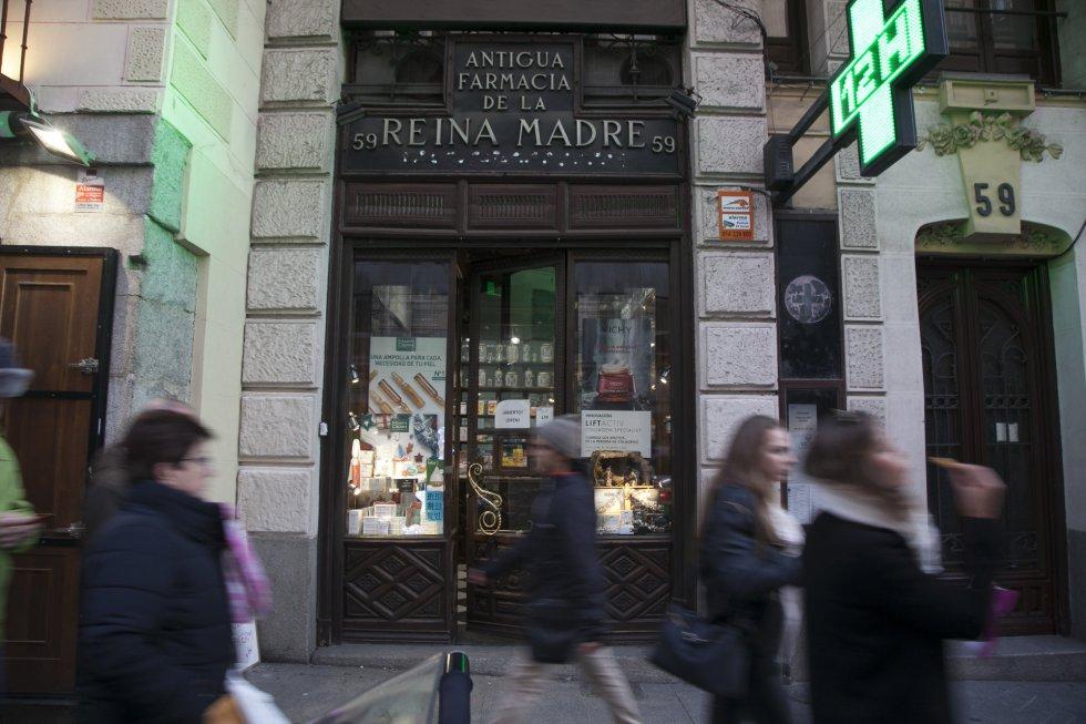4a6c5ffd8e46 Santi Burgos  El número 59 de la calle Mayor alberga el comercio más  antiguo de todo Madrid.